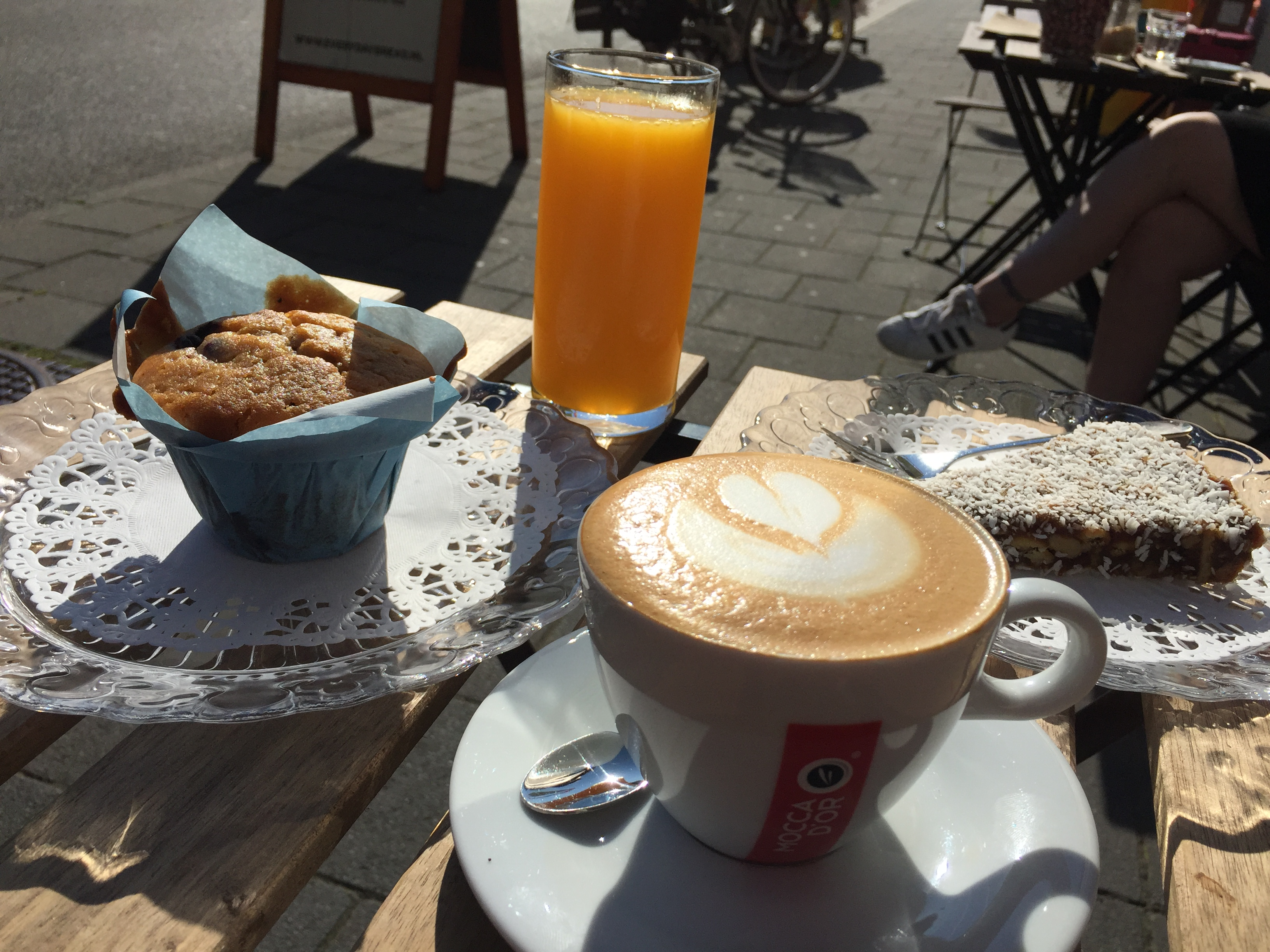 Everyday Bread    & Coffee - Desembrood, koffie, thee